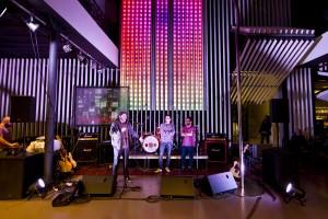 Concert suspés a l'Octubre CCC de 121dB i Sant Gatxo. / Xopo WS