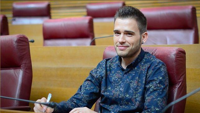 Fran Ferri a les Corts Valencianes. Font: eldiario.es