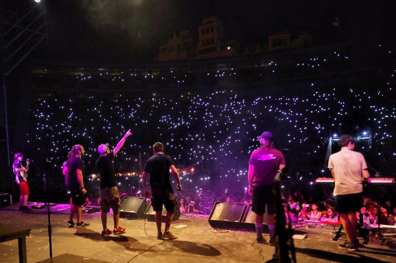 Txarango durant el concert de la Plaça de Bous de València amb Aspencat i Viva Suecia