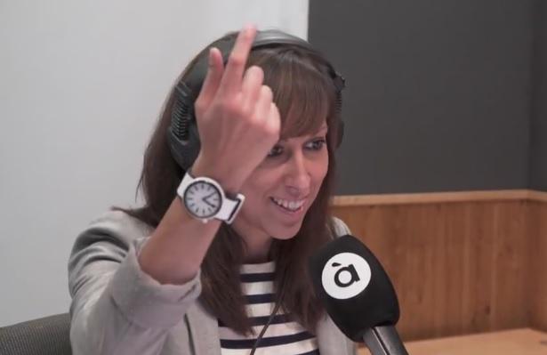 Jessica Crespo fa el primer missatge de la ràdio d'À Punt